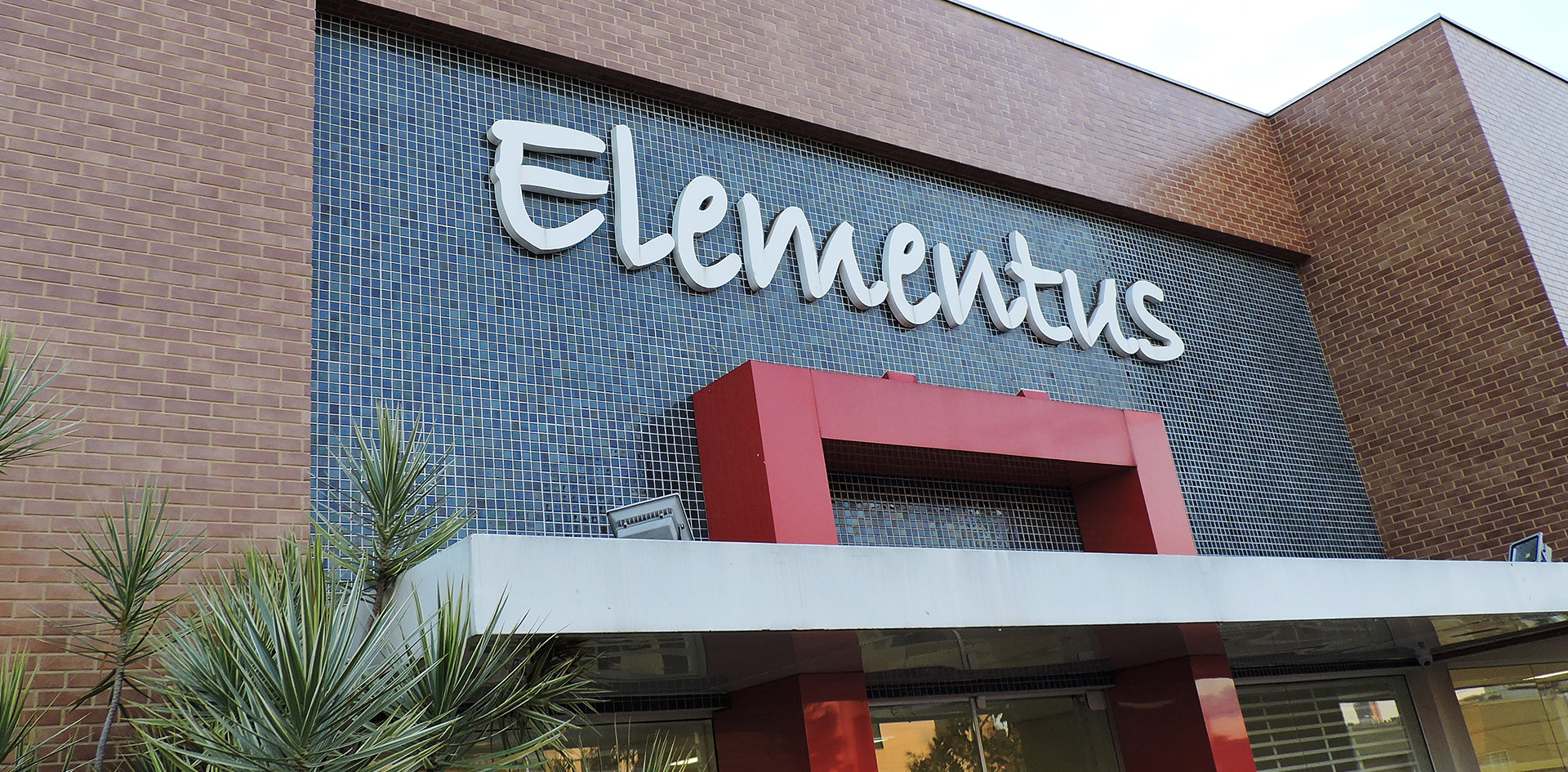 01Slide_Elementus